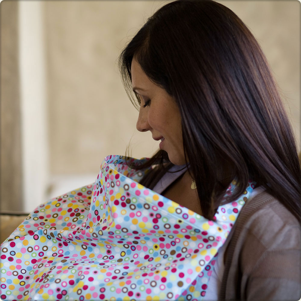 bebe au lait nursing cover in use - hotdots